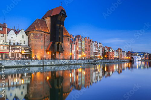 mata magnetyczna Beautiful old town of Gdansk with historic Crane at Motlawa river, Poland