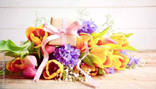 Blumenstrauß  Frühling - bunt Blumen - Muttertag Ostern Hintergrund