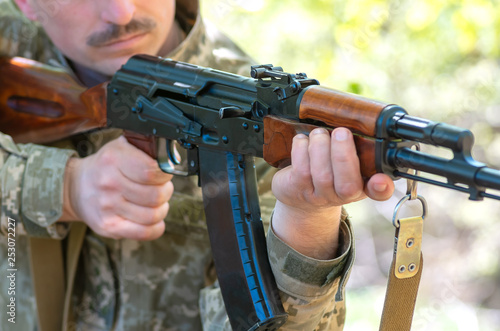 automatic machine gun in the hands of the military © fotolesnik