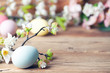 Leinwanddruck Bild - Frohe Ostern Hintergrund mit bunten Ostereiern und Blumen