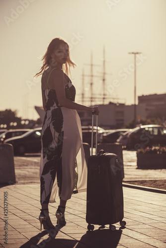 obraz lub plakat Fashion model traveling to new city