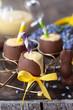 Leinwanddruck Bild - Eierlikoer in Schokoladenei