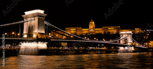 obraz lub plakat Panoramic landscape of Budapest with the Chain Bridge and the Buda Castle