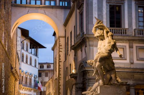 Italia, Toscana, Firenze, Piazza della Signoria,statue nella Loggia dei Lanzi - 253301403