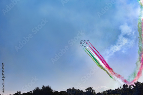 obraz PCV italian flag with fighter aircraft in summer blue sky