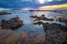 """Постер, картина, фотообои """"Rocky shoreline sunset on Maui, Hawaii"""""""