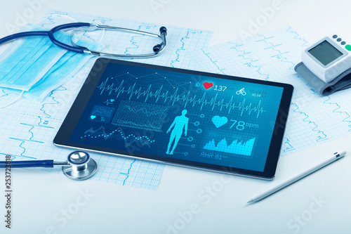Leinwanddruck Bild Live medical screening with medical application on tablet
