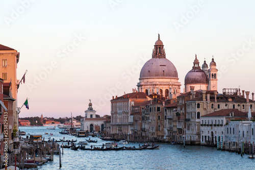 obraz lub plakat Gondolas on the Grand Canal at sunset, Basilica di Santa Maria della Salute, Dorsoduro, Venice, Veneto, Italy with pink sky