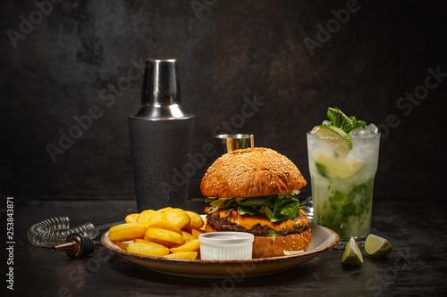 Leinwandbild Motiv Burger and glass of mojito