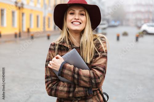 Beautiful young stylish blonde woman - 254048001