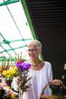Leinwanddruck Bild - Charrming senior woman buying  flowers on  market