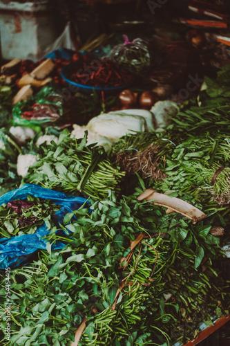 Grüne Gewürze auf dem Markt