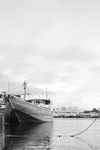 Minimalism Ship © Eriz