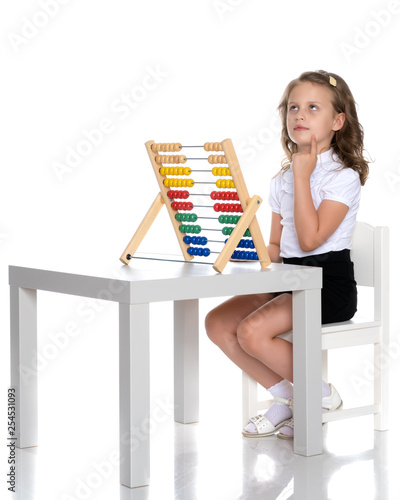 The girl counts on abacus - 254531093
