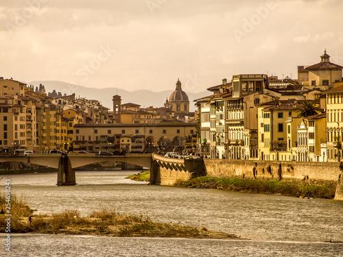 Foto Murales Italia, Toscana, Firenze, la città e il fiume Arno.