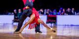 kobieta i mężczyzna tancerz latino taniec międzynarodowy