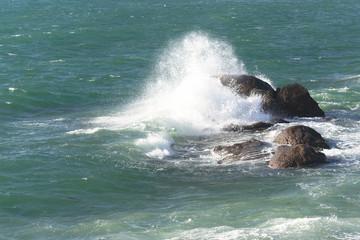 Mer , vagues et rochers . © Richard