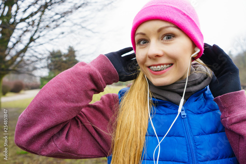 Teenage sporty girl listening to music outdoor. - 254851847