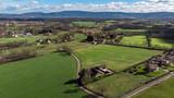 vue aérienne sur une campagne avec des maisons