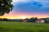 pôr-do-sol no campo