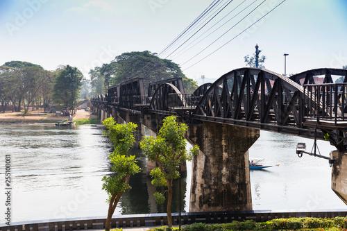 Brücke über den Kwai in Kanchanaburi - 255108081