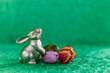canvas print picture - Osterhase auf grünem Hintergrund