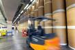 Gabelstapler im Warenlager einer Großdruckerei mit Papierrollen // Forklift truck in the warehouse of a large printing company with paper rolls