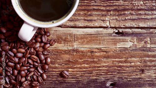 Filiżanka kawy na starych deskach © piotrszczepanek