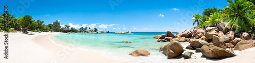 Sommer, Sonne, Strand und Meer auf den Seychellen als Panorama Hintergrund - 255235438