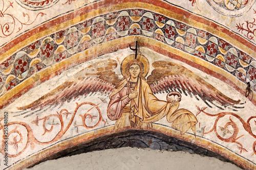 Angelo; affresco su un arco del Duomo Vecchio a Brescia - 255248052