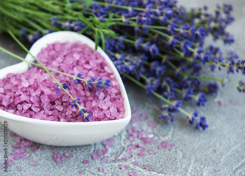 Heart-shaped bowl with sea salt and fresh lavender flowers - 255310629