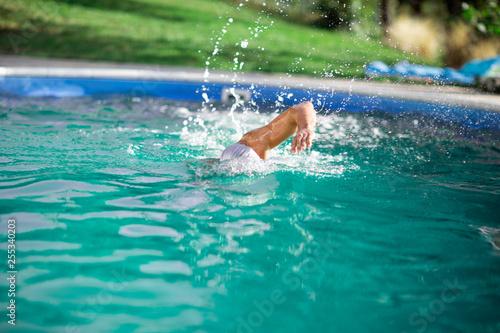 Leinwanddruck Bild man practicing swimming