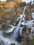 Wasserfall teilweise gefroren