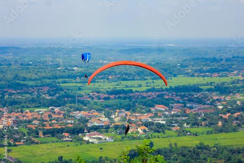 sky diving parachute paragliding paralayang © mamotuo_studio
