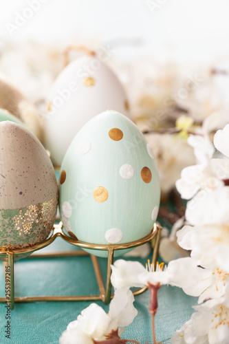 Leinwanddruck Bild Froehlich dekorierte Eier zu Ostern