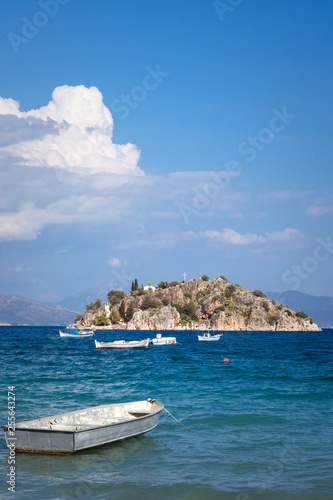 canvas print picture Boot und Insel im Meer