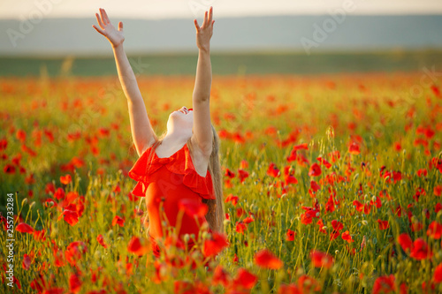 Child in a field with flowers - 255733284