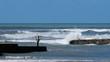 Pêcheur sur une jetée en bord de mer en Vendée