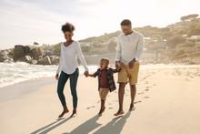 """Постер, картина, фотообои """"Family with son walking along the beach"""""""