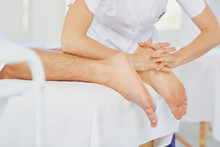 "Постер, картина, фотообои ""Foot massage in the spa salon."""