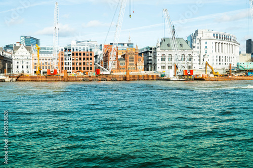 Foto Murales Riverside Thames - new and old buildings