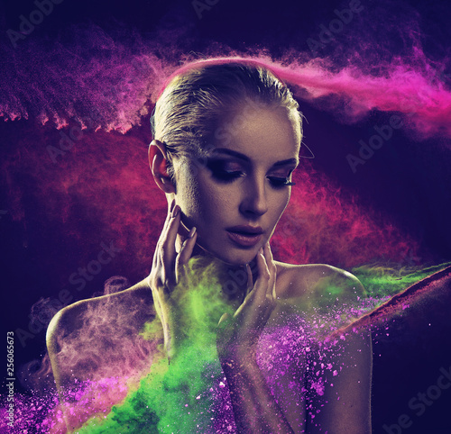 Leinwanddruck Bild Pretty blond lady covered with colorful powder