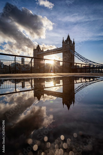 obraz lub plakat The iconic Tower Bridge of London, UK, during sunset with reflections in a puddle of water