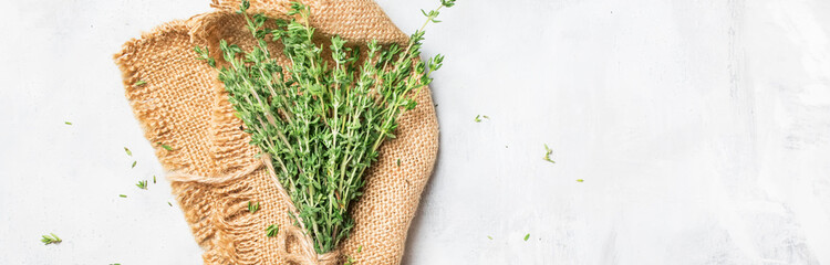 Fresh thyme in bunch on gray background, banner, top view © 5ph