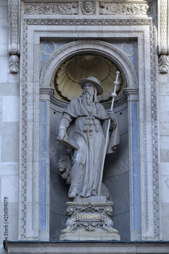 obraz lub plakat Saint Jerome statue on the facade of St. Stephen`s Basilica in Budapest, Hungary