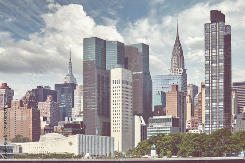 Foto Murales New York City skyline seen from the Roosevelt Island, color toning applied, USA.