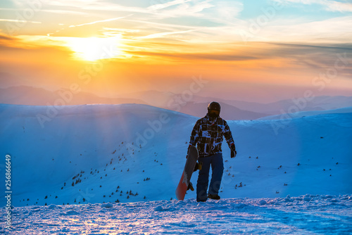 fototapeta na ścianę snowboarder on beautiful sunset