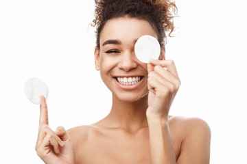 Beauty portrait of woman removing makeup with cotton pads © Prostock-studio