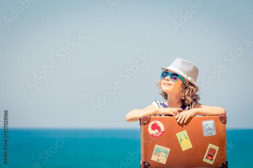 Child enjoys a summer vacation at the sea © Sunny studio