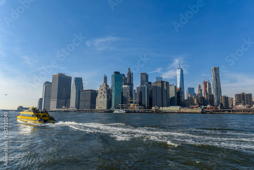 Fototapeten Brooklyn Bridge Manhattan skyline on a sunny day
